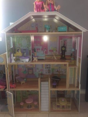 Doll House Mansion (Dolls Included) for Sale in Hayward, CA