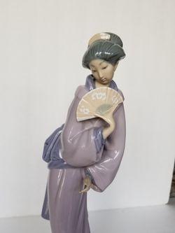 Vintage NAO Lladro Japanese Geisha Figurine for Sale in Tacoma,  WA