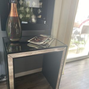 Mirrored Side Table for Sale in Greater Upper Marlboro, MD