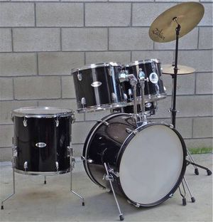PRICE IS FIRM Fender Starcaster Drum Set Black with Cymbals and Hardware for Sale in La Puente, CA