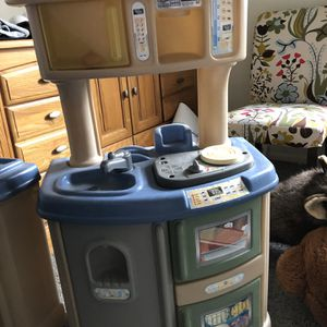 Free Play Kitchen Set for Sale in Hatboro, PA