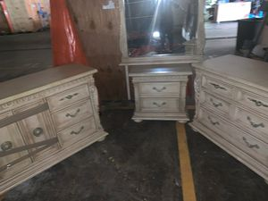 3pc dresser set With mirror gentlynew for Sale in Lawrenceville, GA