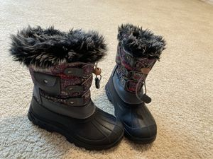 DreamPair snow boots for girls in size 2Y for Sale in Bothell, WA