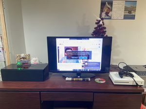 A 32' inch Samsung Smart TV and a speaker with an amplifier for Sale in Severna Park, MD