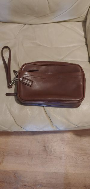 GENUINE LEATHER COACH MEN'S CLUTCH BAG for Sale in Martinez, CA