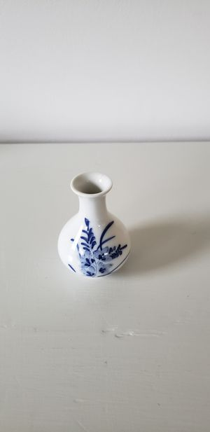 Small white vase for Sale in Frederick, MD