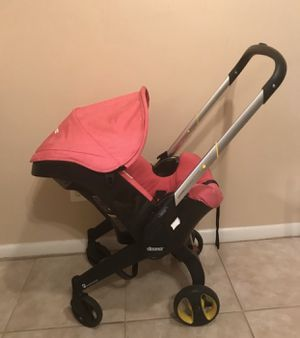 Doona car seat and base PINK for Sale in Oxon Hill, MD