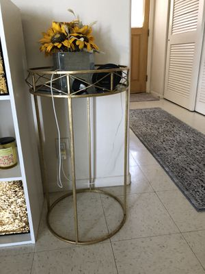 Decorative table for Sale in Kailua-Kona, HI