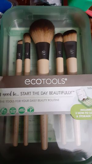 Makeup brushes kit for Sale in Rialto, CA