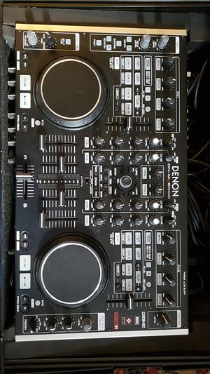 DENON DN-MC6000 + flightcase and cables for Sale in Euclid, OH