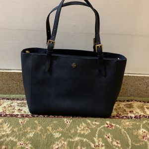 Tory Burch Navy Shoulder HandBag for Sale in Brooklyn, NY