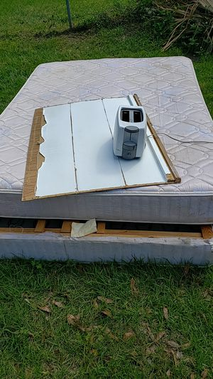 Queen box spring and mattress and toaster free for Sale in Lakeland, FL
