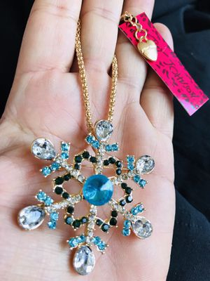 Betsy Johnson snowflake brooch/necklace❄️❄️❄️❄️ ❄️ $10 $10 $10 $10 for Sale in Las Vegas, NV