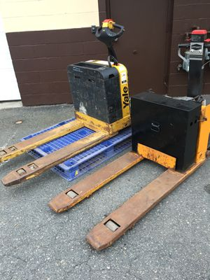 Forklift one off them not working two for 1000 for Sale in Wilmington, MA