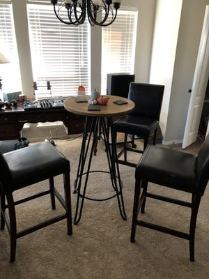 Bar Top Table w/3 barstools for Sale in Frisco, TX