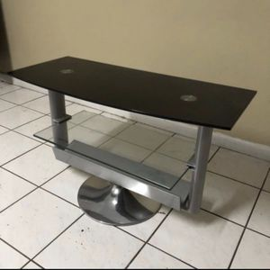 TV stand in like new condition. for Sale in Hialeah, FL