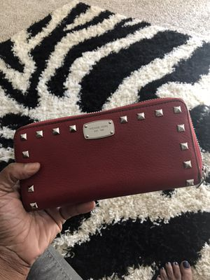 Rare micheal kors wallet for Sale in Oxon Hill, MD