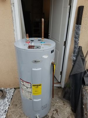 40 gallon tank water heater for Sale in Kissimmee, FL