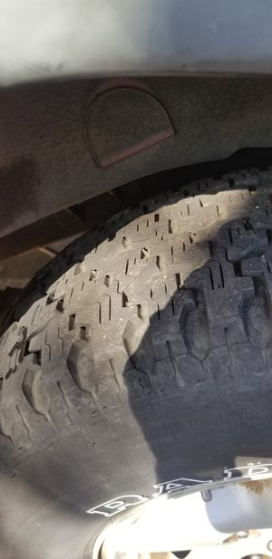 Jeep wheel end rims got 5 for cheap tires 85% AT for Sale in Sacramento, CA