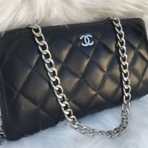 Authentic Chanel Quilted zip wallet On Chain for Sale in Federal Way, WA