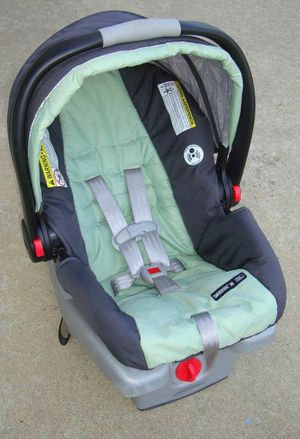 Graco Snugride 30 Click Connect Infant Car Seat for Sale in Philadelphia, PA