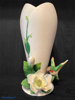 Vintage hummingbird vase, 3D ceramic white flower, green vine, hand sculpted. for Sale in Kissimmee, FL