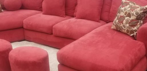 Sectional couch With 3 Ottomans Excellent condition for Sale in Granite Falls,  WA