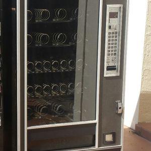 Vending Machine Must Go ASAP! $1000 OBO (READ DESCRIPTION) for Sale in Winter Park, FL