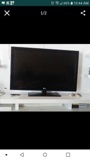 """Tv lg 42"""" for Sale in Aventura, FL"""