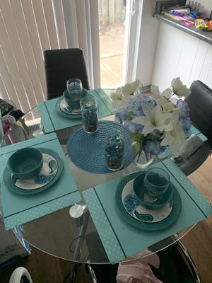 Kitchen table with chairs for Sale in Florissant, MO