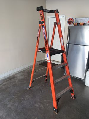 12 ft. reach fiberglass podium ladder with 300 lb. load capacity type ia duty rating for Sale in McDonough, GA