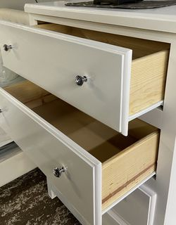 4 Drawer Jumbo Solid Pinewood Dresser With Glides & Diamond Knobs for Sale in Bell Gardens,  CA