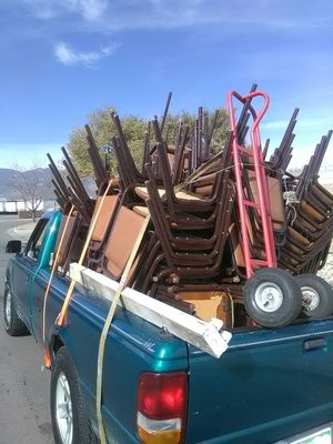 Gratis,,Recojo ,sillas,regfrigeradores ,estufas ,secadoras,boilers,bbq,defensas de carro partes de carro ,,etc for Sale in Colorado Springs, CO