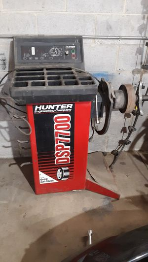 HUNTER TIRE BALANCER & TIRE MACHINE for Sale in Capitol Heights, MD