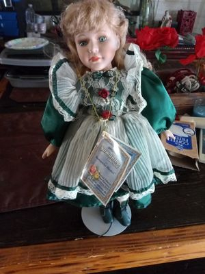 BEAUTIFUL ANTIQUE SAMANTHA COLLECTION SAMANTHA MEDICI PORCELAIN DOLL SERIES 1998 PRISTINE CONDITION ASKING $140 FIRM NOT CHEAP ANTIQUE MINT CONDITION for Sale in Phoenix, AZ