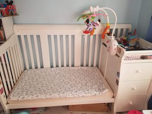 Baby crib for Sale in New York, NY