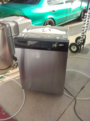 Stainless steel whirlpool dishwasher with plastic tub in good working condition for Sale in Kissimmee, FL