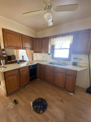 Free Free Kitchen cabinets!!!!! Joliet for Sale in Crest Hill, IL