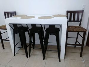 BAR TABLE WITH STOOLS for Sale in Miami, FL
