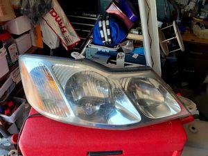 2000-04 Toyota Avalon Headlights with bulbs for Sale in Sacramento, CA