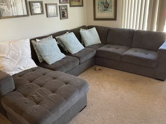 U Shaped Side Section With Trundle for Sale in La Puente,  CA