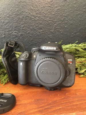 Canon EOS Rebel T4i Camera, Strap, 50mm lens, 18-55mm lens, Camera Bag, and Charger — PRICE REDUCED! for Sale in Manitou Springs, CO