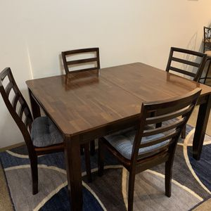 5 Piece Kitchen Table With Leaf for Sale in Puyallup, WA