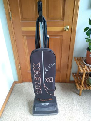 Oreck XL vacuum cleaner for Sale in Skykomish, WA