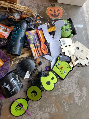 Free Halloween Stuff 4 boxes for Sale in Fontana, CA