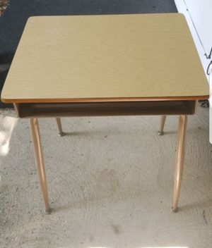 School desk for Sale in Newark, OH