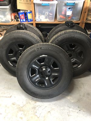 Brand new set of 5 2020 Jeep Sport JLU stock tires and wheels (black) for Sale in Largo, FL