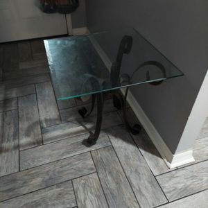 Free End Tables - Set Of 2 for Sale in Tampa, FL
