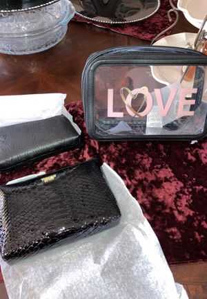 NEW VICTORIA SECRET TRIO BEAUTY BAG SET for Sale in Fresno, CA