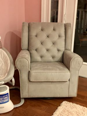 Delta Nursery Glider Swivel Rocket Chair for Sale in Fort Washington, MD
